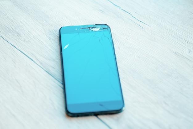 Tela lcd do smartphone rachada, danificada ou quebrada