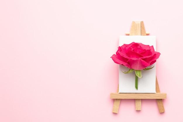 Tela para pintura com flor rosa em rosa