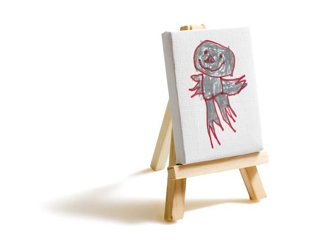 Tela pintada por criança em cavalete isolada em fundo branco