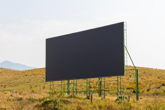 Tela preta para publicidade na estrada