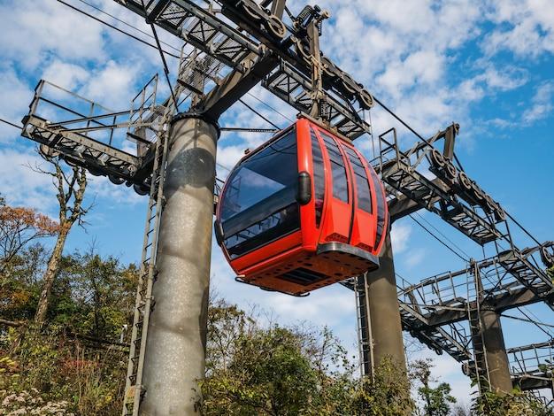 Teleférico da montanha tianmen com lindo céu na cidade de zhangjiajie, china.
