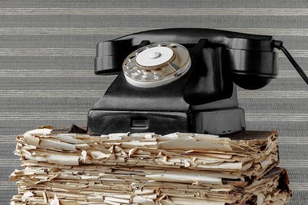 Telefone antigo preto