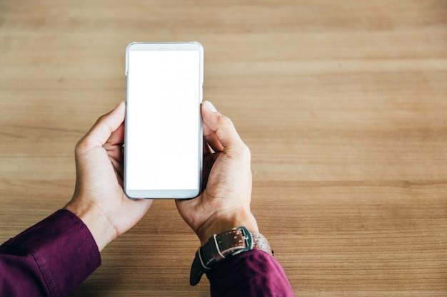 Telefone celular com tecnologia de tela em branco e conceito de estilo de vida.