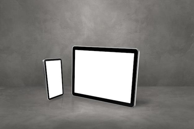 Telefone celular e tablet pc digital no cenário concreto do escritório