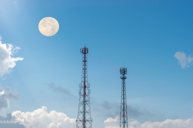 Telefone celular sob a lua