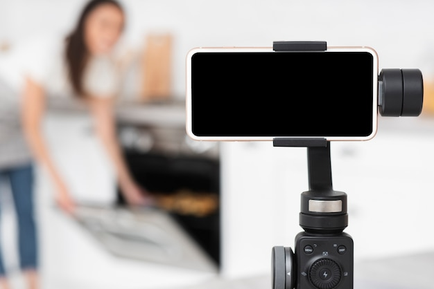 Telefone close-up em uma gravação de tripé