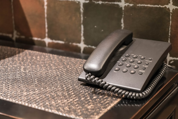 Telefone do hotel na mesa