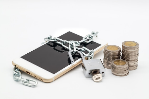 Telefone inteligente com desbloqueio de corrente e dinheiro isolado