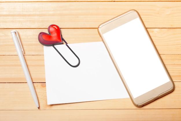 Telefone inteligente em madeira