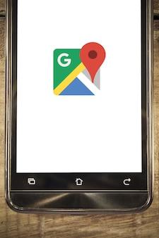 Telefone inteligente exibir o google maps app fundo