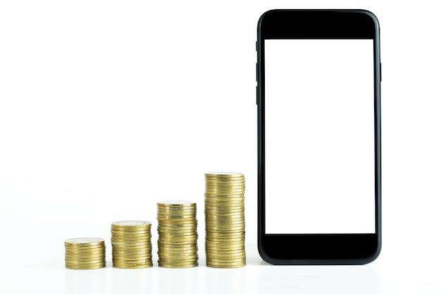 Telefone inteligente preto com tela preta e pilha de moedas de ouro