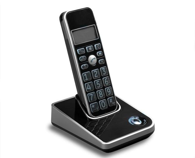 Telefone moderno sem fio e estação base isolados no branco