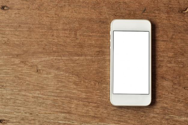 Telefone móvel no fundo de madeira