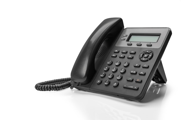 Telefone preto com voip isolado. suporte de atendimento ao cliente, conceito de call center.