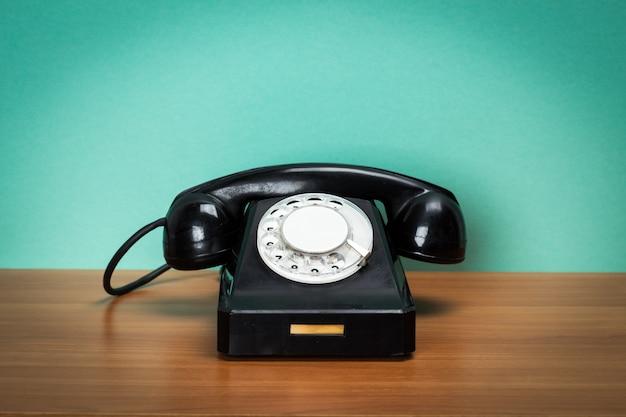 Telefone retro na mesa