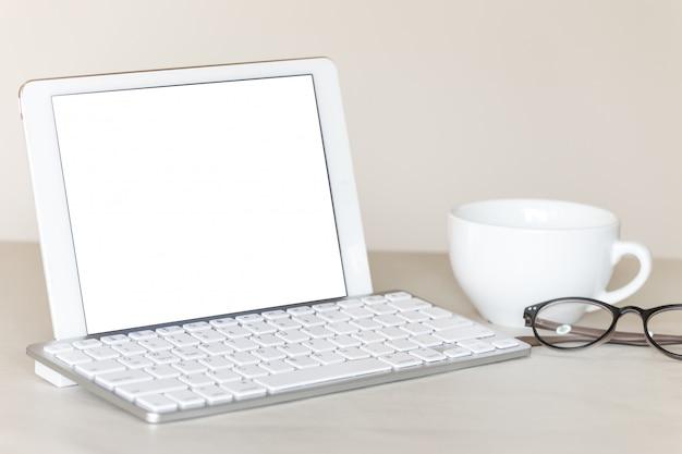 Telefone tablet no escritório