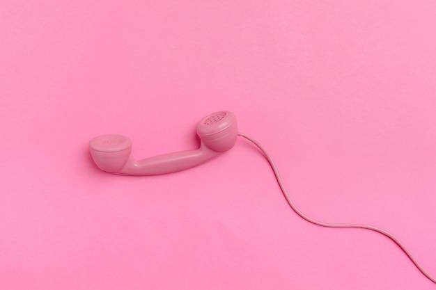 Telefone vintage na cor de fundo