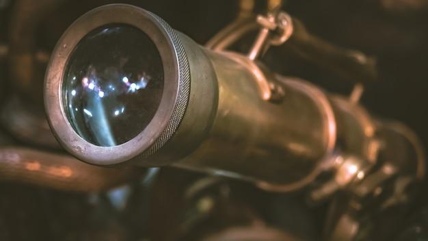 Telescópio náutico antigo