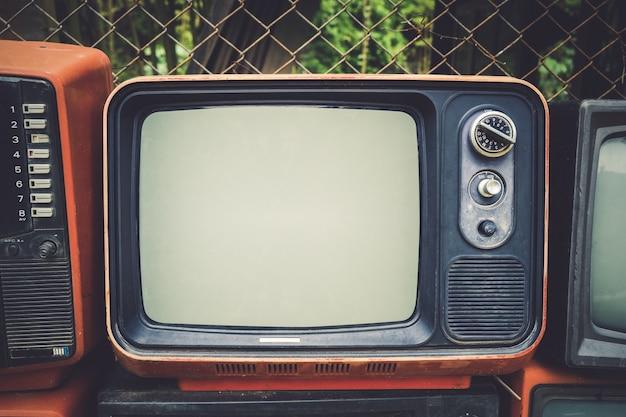 Televisão antiga retro em estilo de efeito de tom de cor vintage. tecnologia retro.