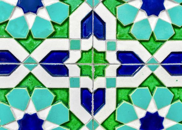 Telha cerâmica tradicional do uzbeque na parede da mesquita