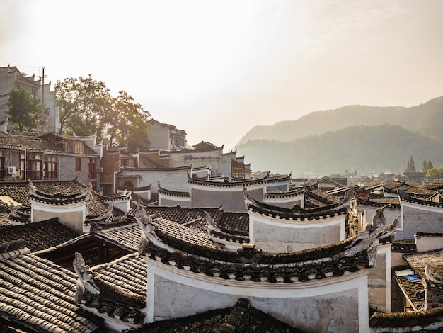 Telhado de casa vintage chinesa em fenghuang old town.