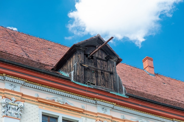 Telhado e gancho de madeira na polônia