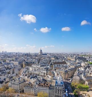 Telhados de paris e pantheon, um tiro aéreo, espaço de texto