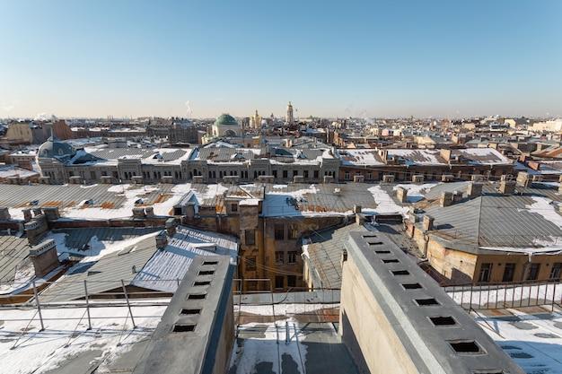 Telhados no centro de são petersburgo no inverno