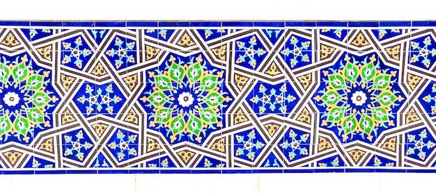 Telhas de mosaico tradicional uzbeque colorido