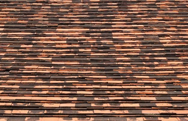 Telhas de tijolo velhas