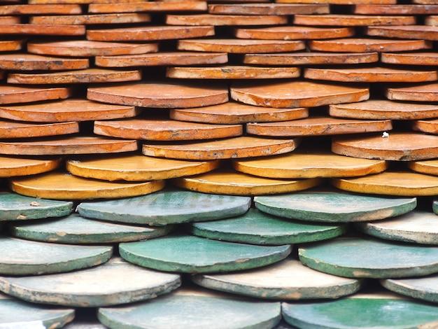 Telhas de tijolo vermelho velho