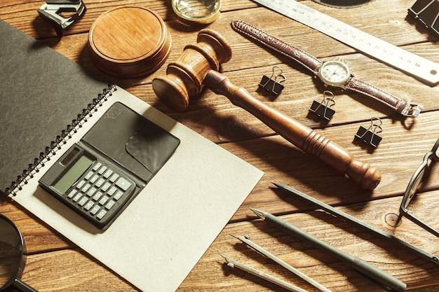 Tema de direito e justiça.