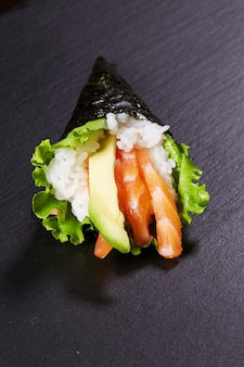 Temaki comida oriental