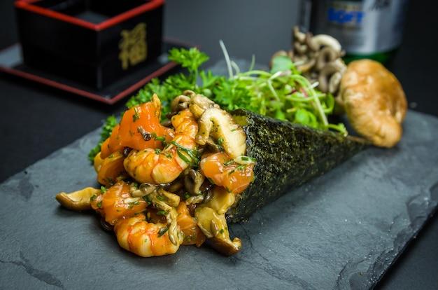 Temaki de camarão tradicional