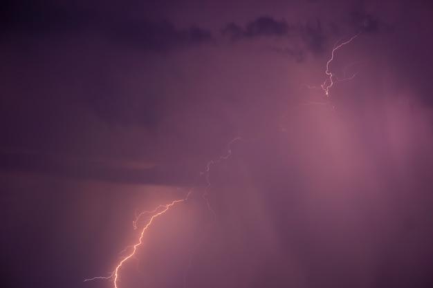 Tempestade de verão com trovão