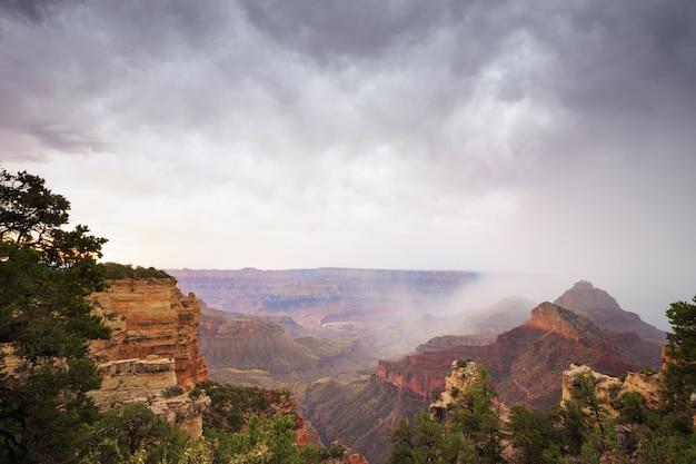 Tempestade no grand canyon