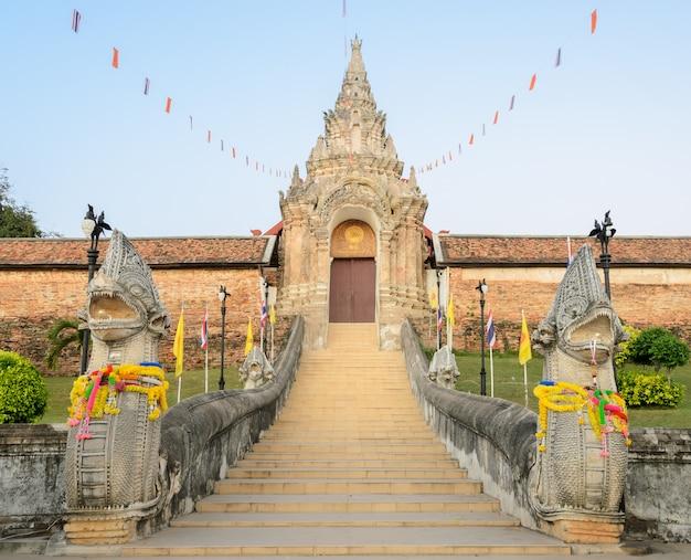 Templo antigo de wat phra que lampang luang na tailândia