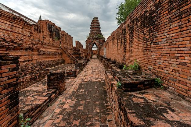 Templo antigo nakhon luang castle ayutthaya na tailândia