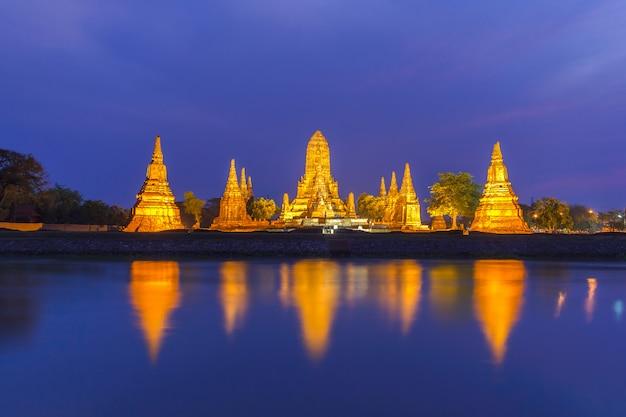 Templo antigo wat chaiwatthanaram da província de ayutthaya