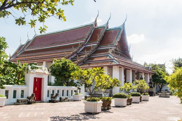Templo budista colorido na tailândia