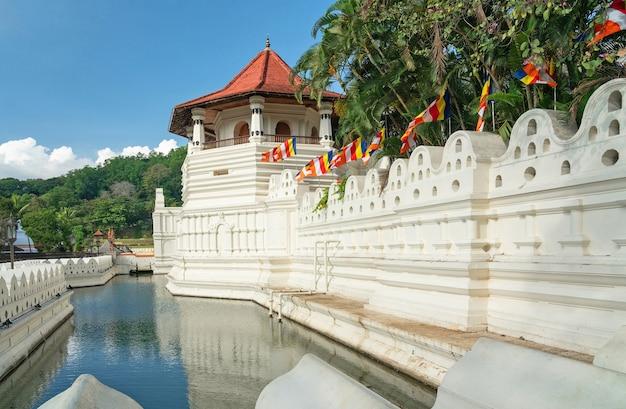 Templo da relíquia do dente sagrado é um templo budista em kandy