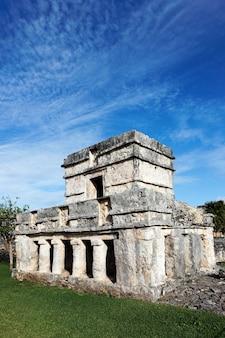 Templo de afrescos em dezembro, tulum, méxico