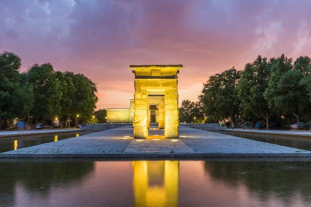 Templo de bod de madrid ao pôr do sol, espanha