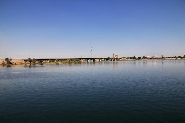 Templo de edfu no rio nilo no egito