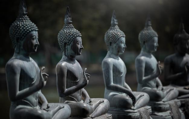 Templo de gangaramaya seema malaka em colombo, sri lanka.