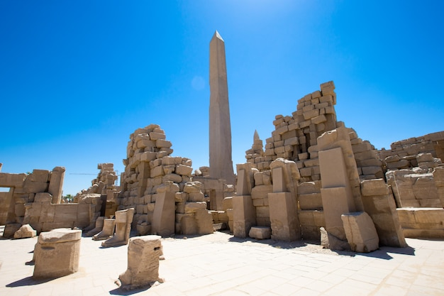 Templo de karnak em um dia ensolarado