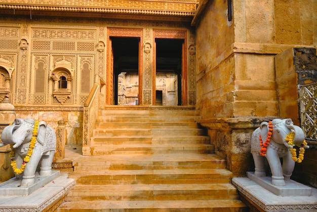 Templo de laxminath dentro do forte de jaisalmer. jaisalmer, rajasthan, índia