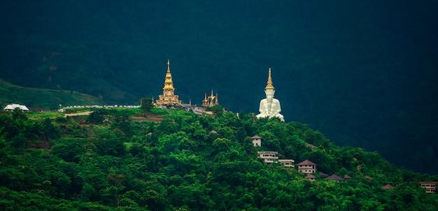 Templo de phasornkaew na tailândia