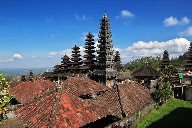 Templo de pura besakih na ilha de bali, indonésia