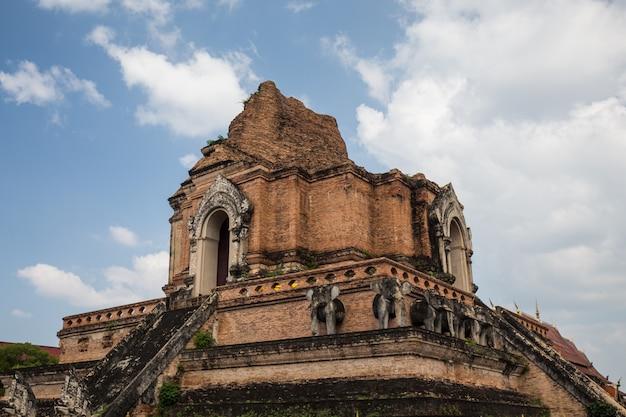 Templo de tijolos na tailândia